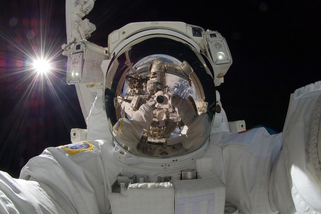 JAXA astronaut Aki Hoshide selfie