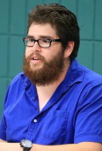 Oscar Corral at Student Senate meeting