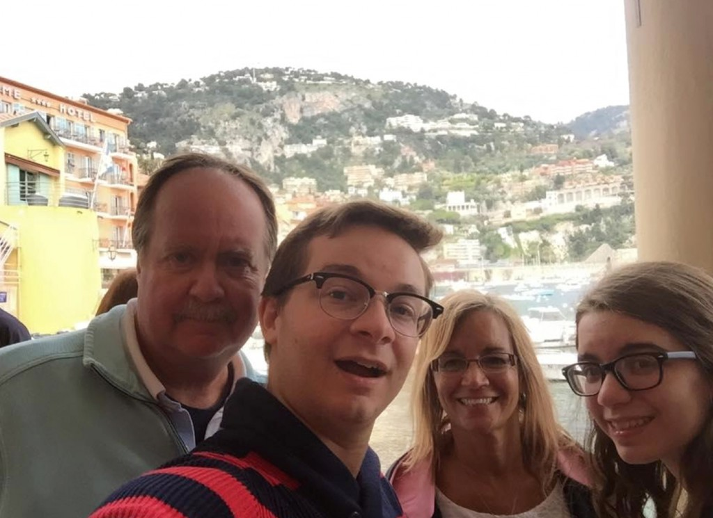 Derek with dad, mom and sister, Jaclyn